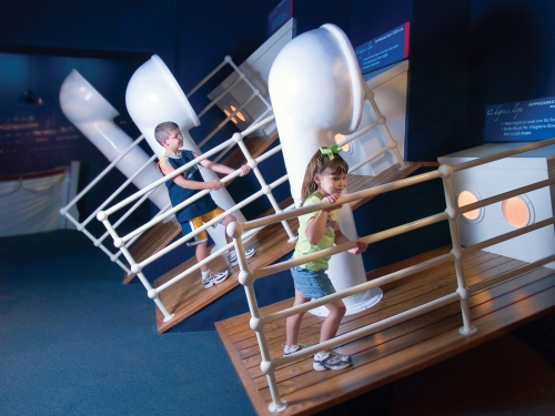 titanic-interactive-gallery01